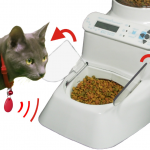 Automatic Pet Feeder by Wireless Whiskers